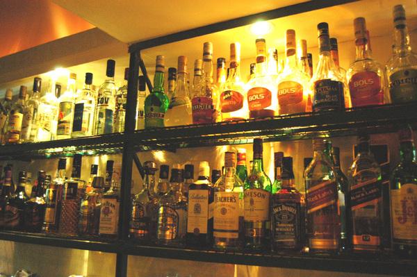 Aseguran alcohol ilegal en la entidad