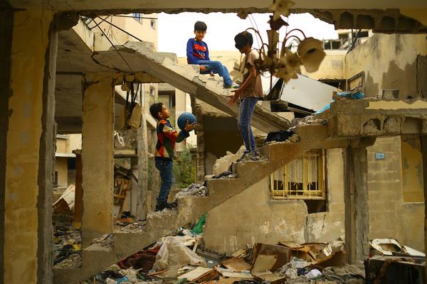 Mirada   Infancia entre ruinas