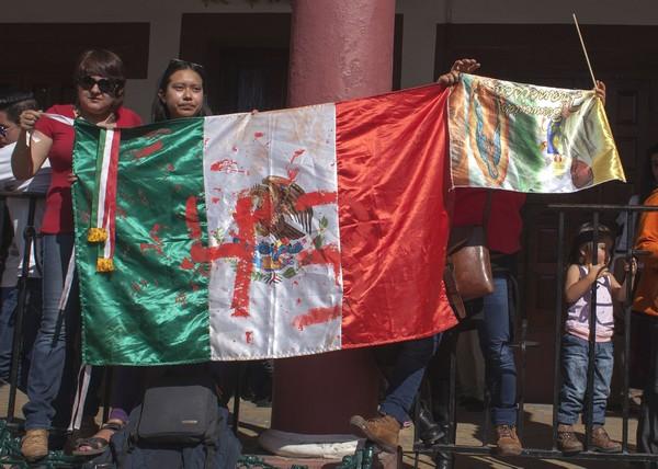"""Vaticano critica """"presiones"""" a Francisco sobre tema Ayotzinapa"""