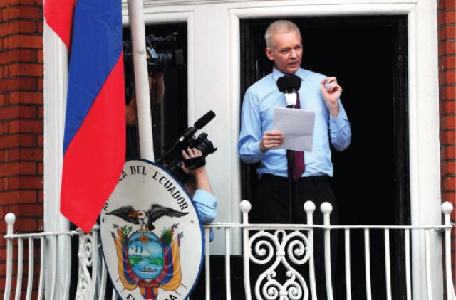 ¿Assange a la mitad del mundo?