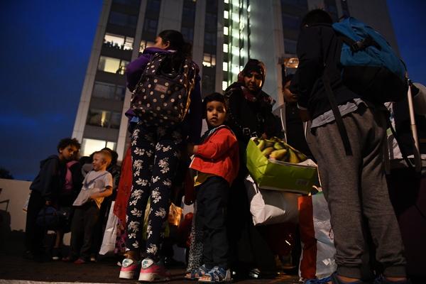 Evacuan cinco torres de Londres por obras antiincendios