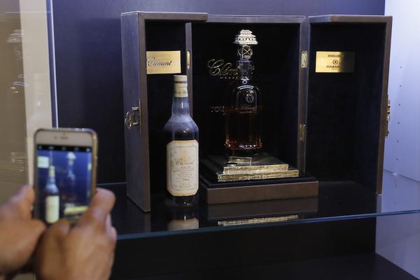 Venden la botella de ron más cara del mundo por 100,000 euros