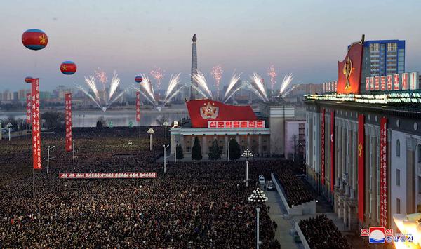 Norcorea organiza masiva celebración por lanzamiento de misil