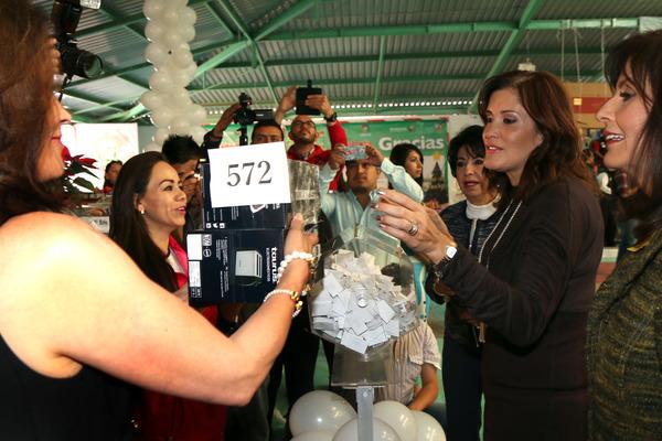 Tómbola Navideña repartió 6 mil regalos