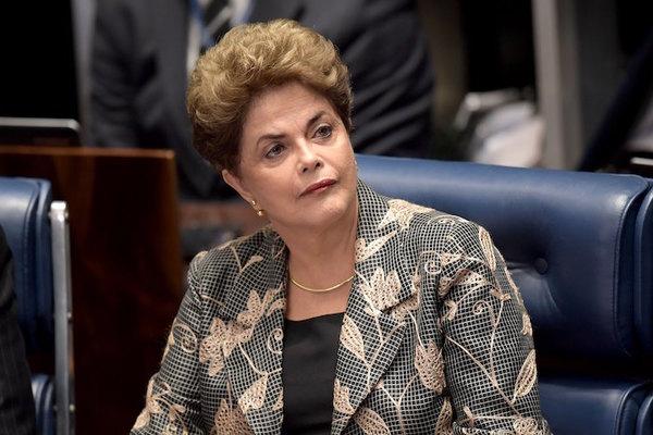"""Dilma acusa que """"golpe"""" dará paso a """"un gobierno usurpador"""""""