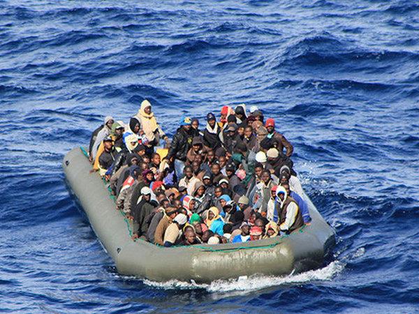 Llegada de migrantes por mar a la UE se redujo en 2016