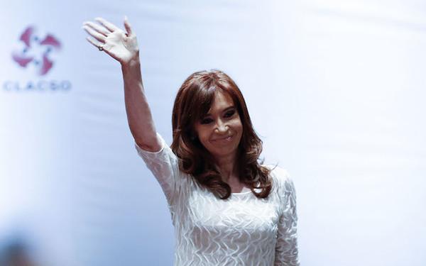 Imputan a Cristina Kirchner por lavado de dinero