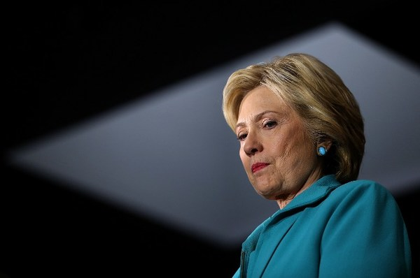 Demoledor informe critica que Hillary haya usado correo privado