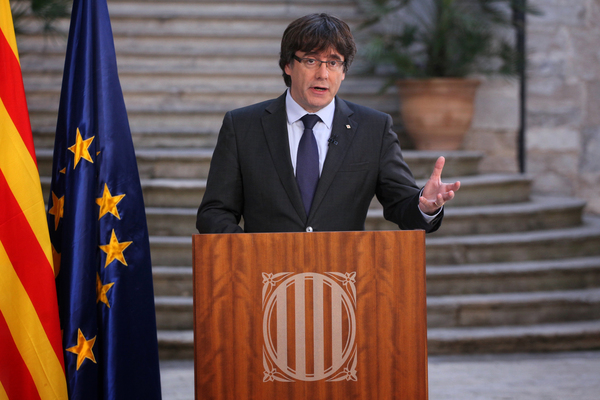 Puigdemont llama a oponerse democráticamente a la intervención en Cataluña