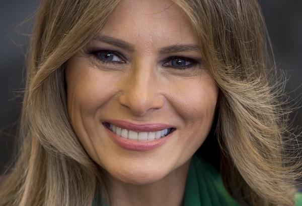 "Daily Mail indemniza a Melania Trump por llamarla ""escort"""