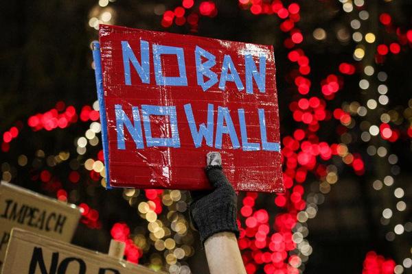 """Prohibición a inmigrantes, """"insulto simple a problema complejo"""""""
