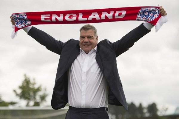 Cesan a técnico de Inglaterra por revelar fraudes en futbol