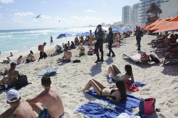 Turismo en Cancún: entre extorsión del narco y venta de droga