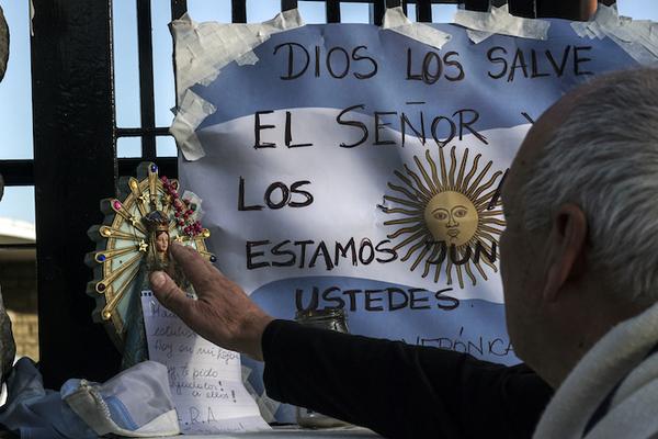 Una explosión es la probable causa de desaparición del submarino argentino