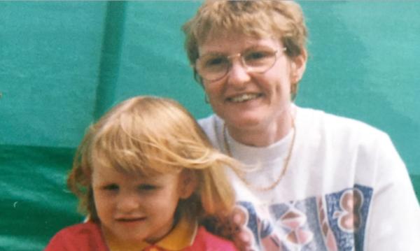Hija recupera carta de su madre fallecida, 15 años después