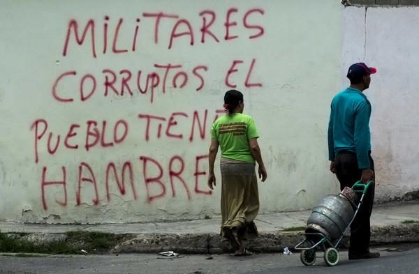 Tribunal militar da cárcel a 27 estudiantes venezolanos