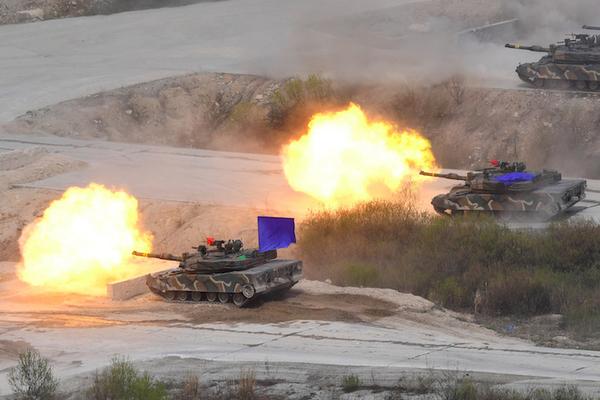 Corea del Sur realiza disparos de advertencia a Pyongyang