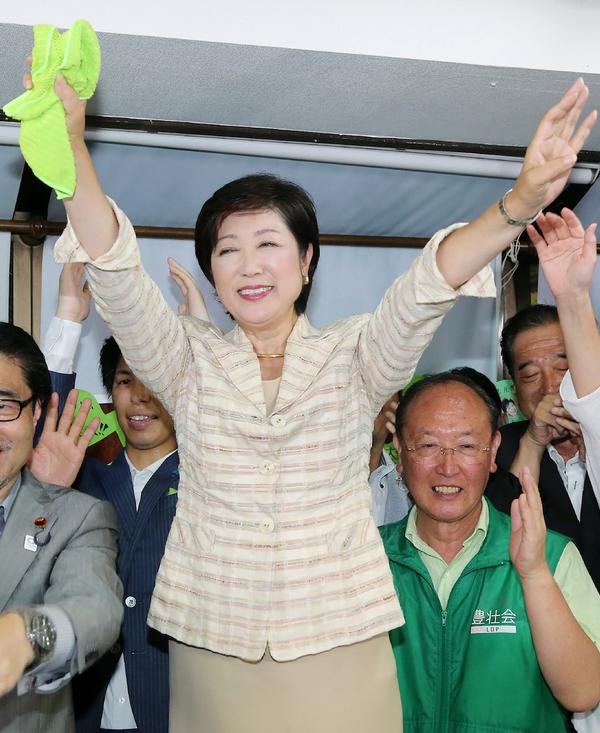 Una mujer es electa por primera vez para gobernar Tokio