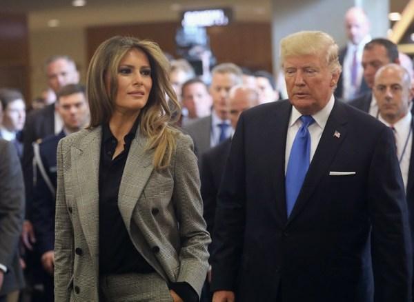 Trump manoseó a Melania en público, revelan audios
