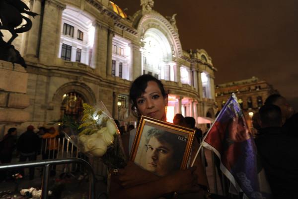 Cenizas de Juan Gabriel, en camino a Bellas Artes para homenaje