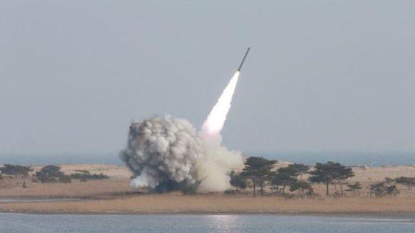 Corea del Norte disparó un misil balístico