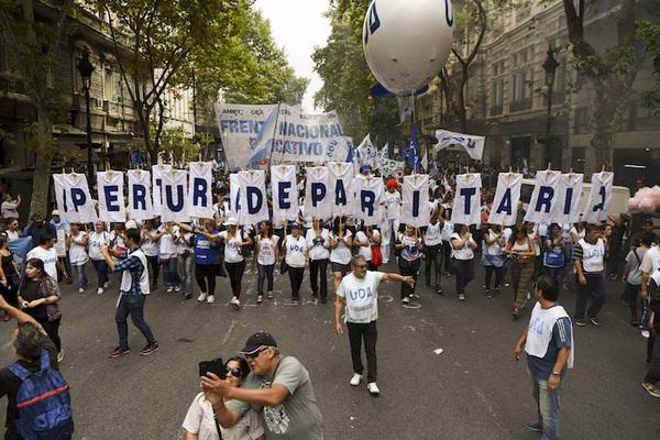 Afectadas 75% de las escuelas en Argentina por marcha docente