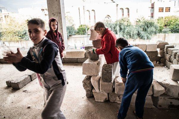 Adiestra Estado Islámico a 400 niños para combatir en Siria
