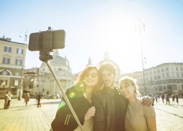 Prohíben palo para selfies en museos del mundo
