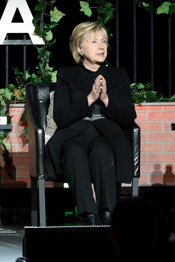 Clinton responsabiliza a WikiLeaks, Rusia y al FBI de su derrota