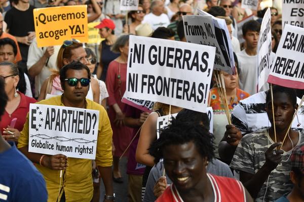 Se manifiestan a favor de refugiados en Madrid
