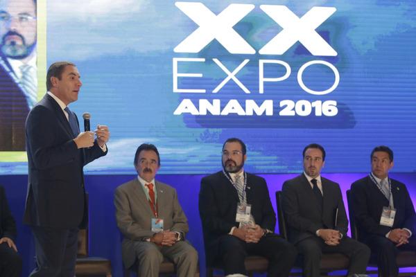 Resalta RMV ante abarroteros la seguridad que priva en Puebla