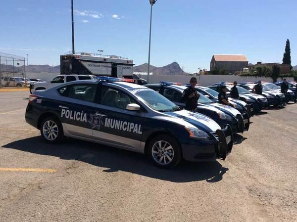 Entregan nuevas patrullas a policías municipales