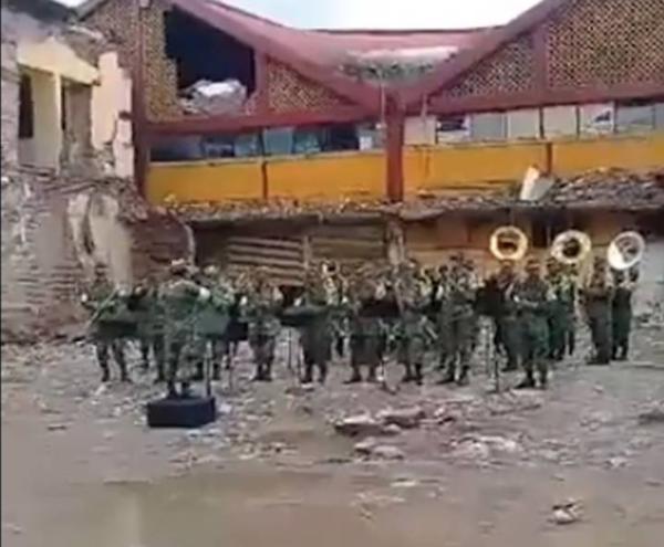 """Despiden con """"La Sandunga"""" al palacio municipal de Juchitán"""