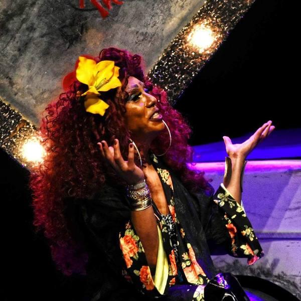 Enmudece a un teatro lleno un discurso brutal sobre violencia a transexuales