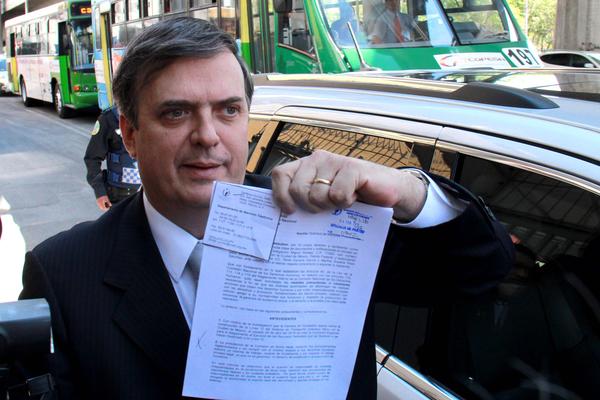 Tribunal Electoral retira registro a Ebrard