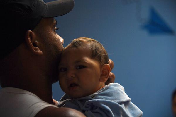 """Brasil: La angustia por los """"niños del Zika"""", un año después"""