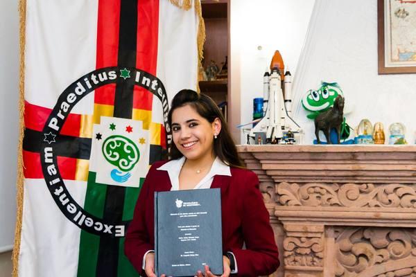 Niña genio mexicana concluye maestría a los 16 años