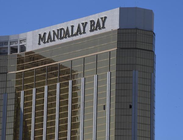 El atacante de Las Vegas logró introducir 23 armas a hotel