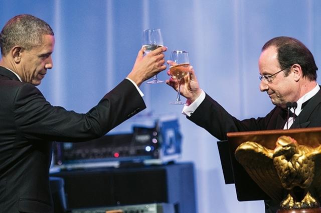 Obama y Hollande se besan  la mejilla y hacen  las paces