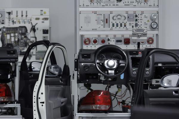 EE.UU. asesta nuevo golpe para industria automotriz en TLCAN