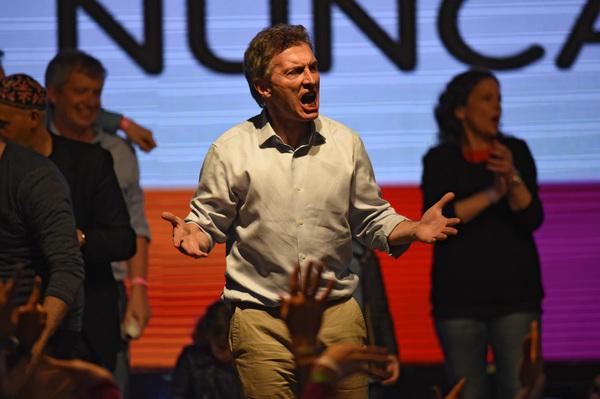 Macri da duro golpe al candidato de Kirchner y Argentina va a segunda vuelta