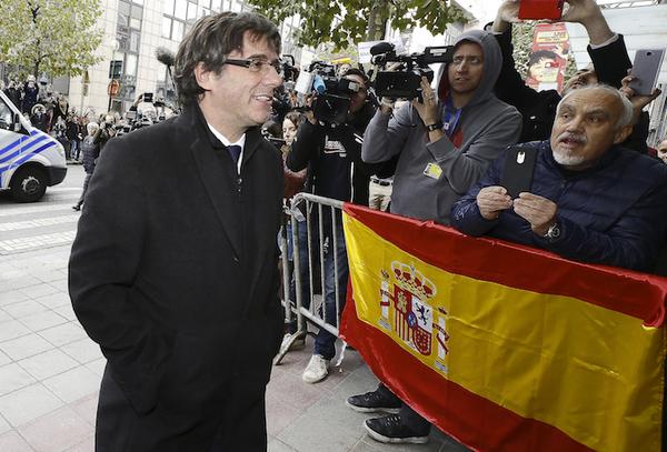 Puigdemont defiende ralentizar independencia de Cataluña
