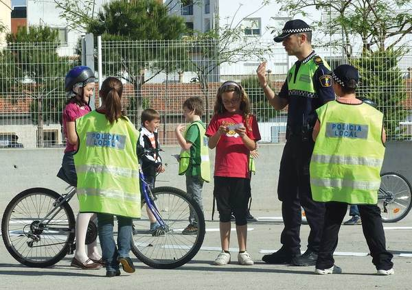 Imparten un taller para respetar normas viales