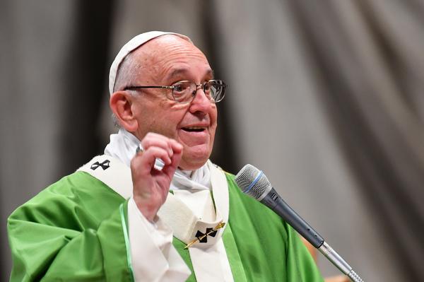 El papa denuncia ante reos a sociedad presa de individualisamo