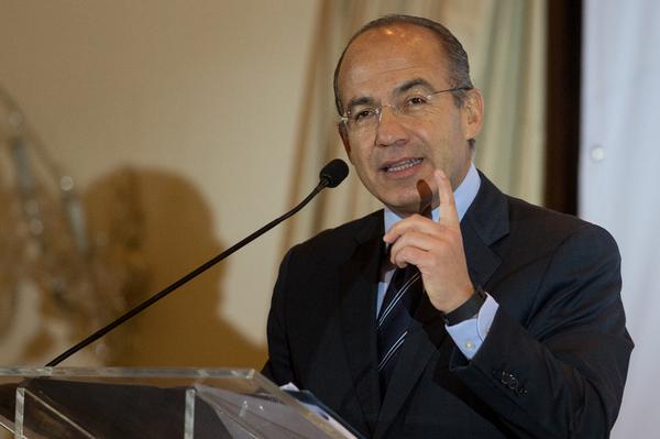 Felipe Calderón llama a votar el 7 de junio… aún en Guerrero