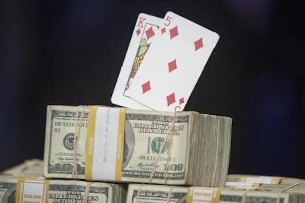 Inteligencia artificial gana 800,000 dólares contra profesionales del póquer