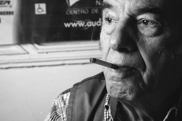 """""""Si no sabes ni cómo te llamas, eres artículo de consumo"""": Óscar Chávez"""