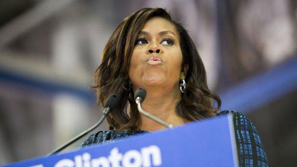 """Mujer llama """"chimpancé"""" a Michelle; la suspenden en su trabajo"""