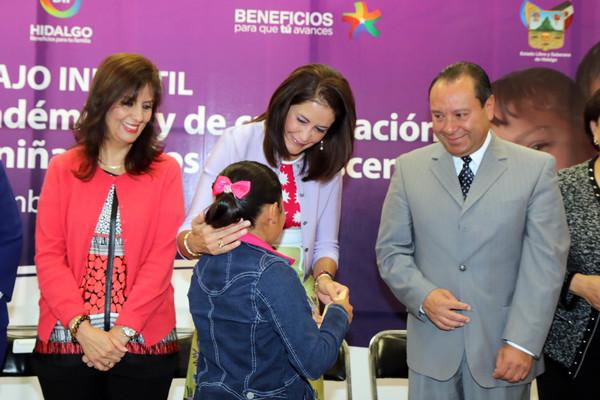 Entrega DIFH 490 becas para desalentar el trabajo infantil
