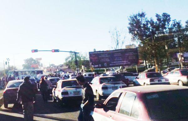 Escuelas y empresas de transporte suspenden actividades por bloqueos de la CTM
